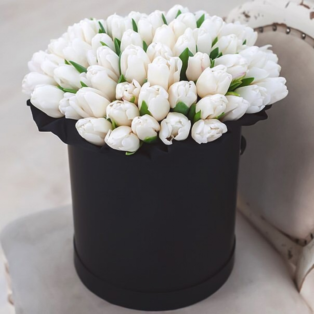 51 тюльпан в шляпной коробке