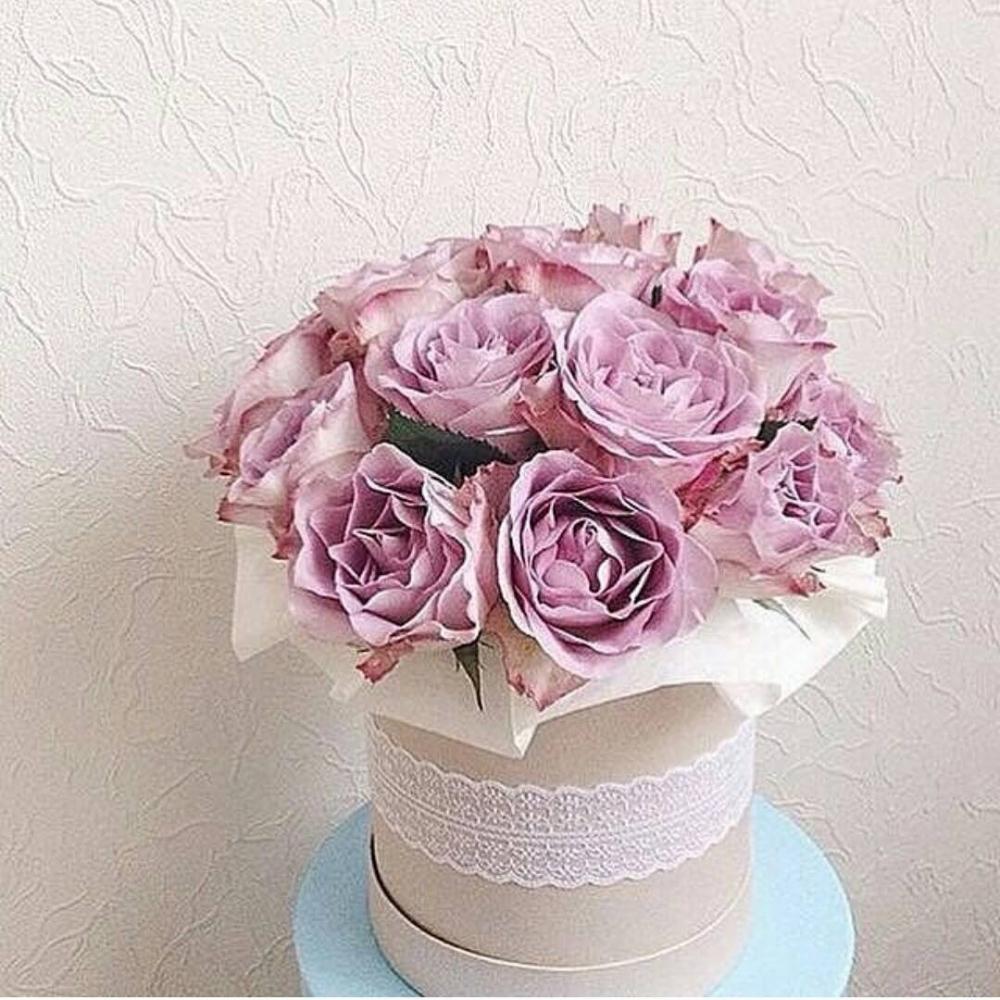 Букет из 19 роз в шляпной коробке