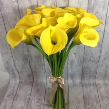 Букет из 19 желтых калл
