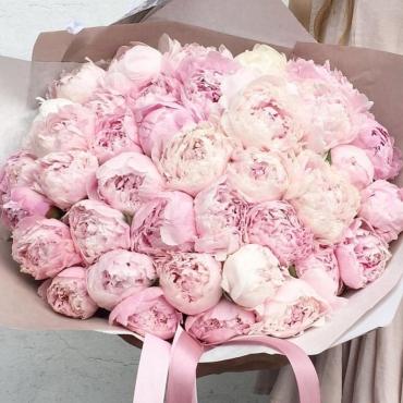 Букет из 45 розовых пионов