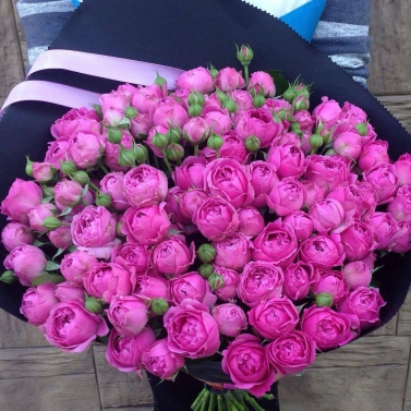 Букет из 101 розы сорта Мисти Баблс