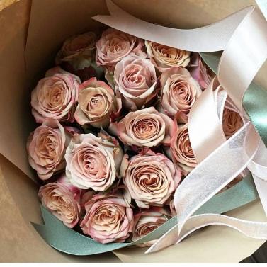 Букет из 29 роз сорта капучино